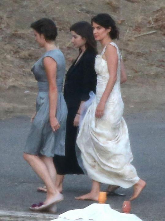 Cobie ve svatebním.