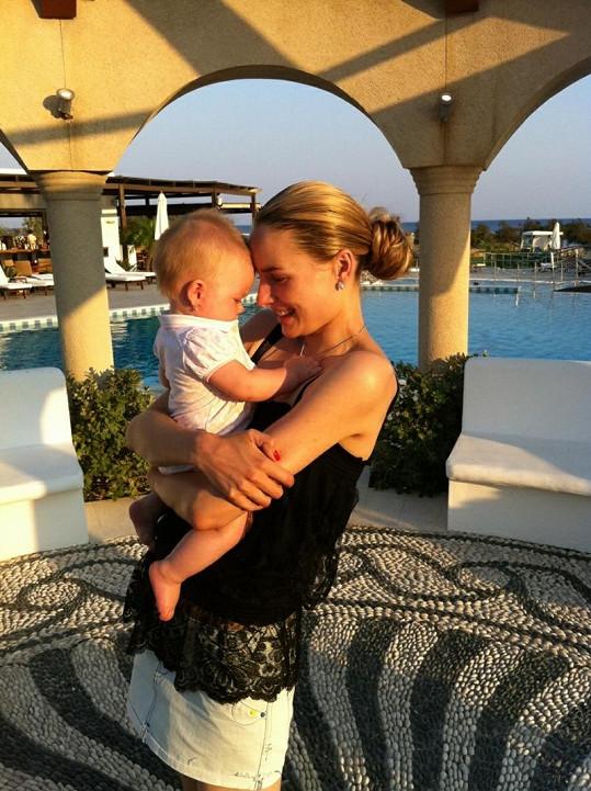 Markéta Divišová na dovolené s dcerou.