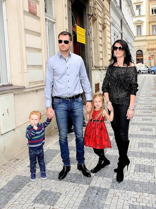 Petr Vágner s manželkou Gábinou a dětmi.