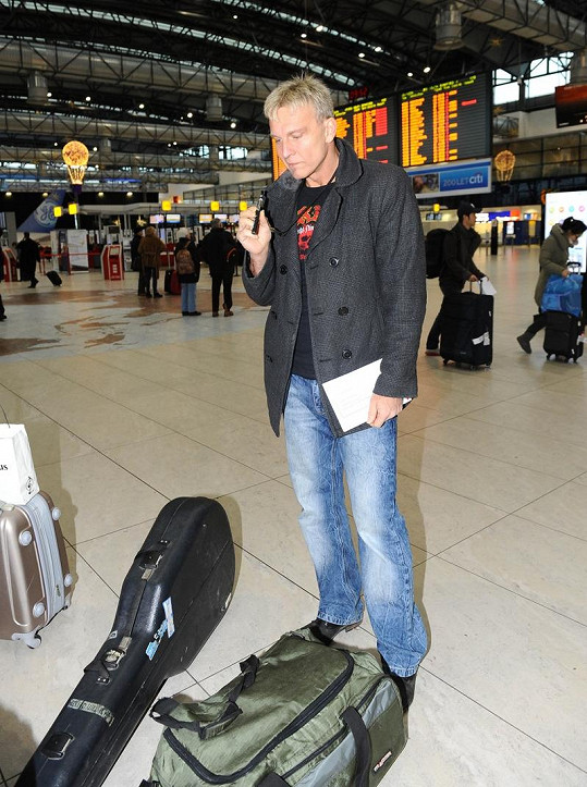 Martin Maxa si vzal do letadla elektronickou cigaretu. Hodila se.