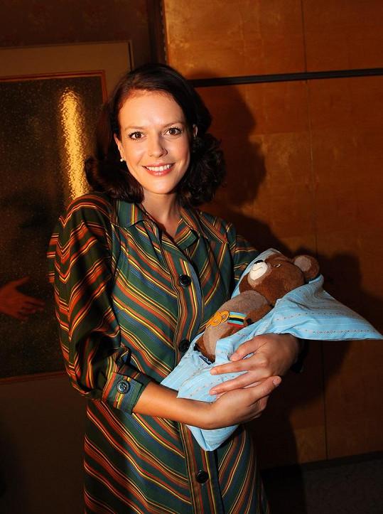 Kerestešová se proslavila rolí Evy Dvořákové v seriálu Vyprávěj.