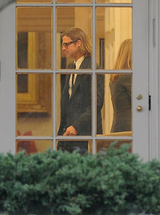 Brad Pitt v Bílém domě.