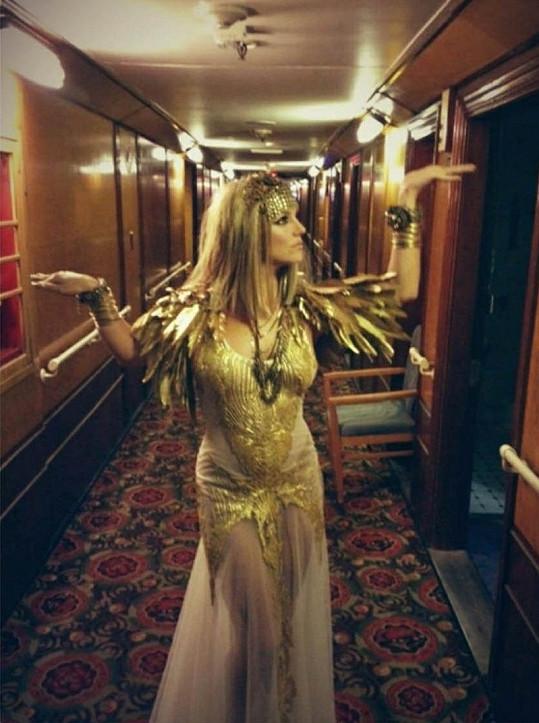 Britney Spears jako egyptská vládkyně.