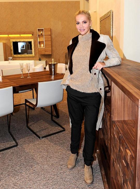 Dara Rolins otevřela nový showroom svého nábytku.