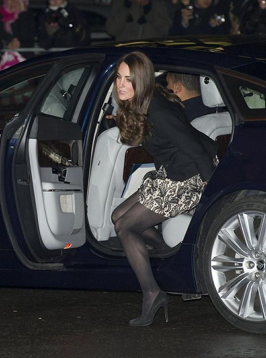 Vévodkyně Catherine v nezvykle krátkých šatech vypadala úžasně.