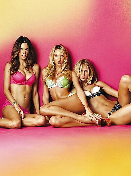 Tři krásky v plné polní. Zleva: Alessandra Ambrosio, Candice Swanepoel a Erin Heatherton.