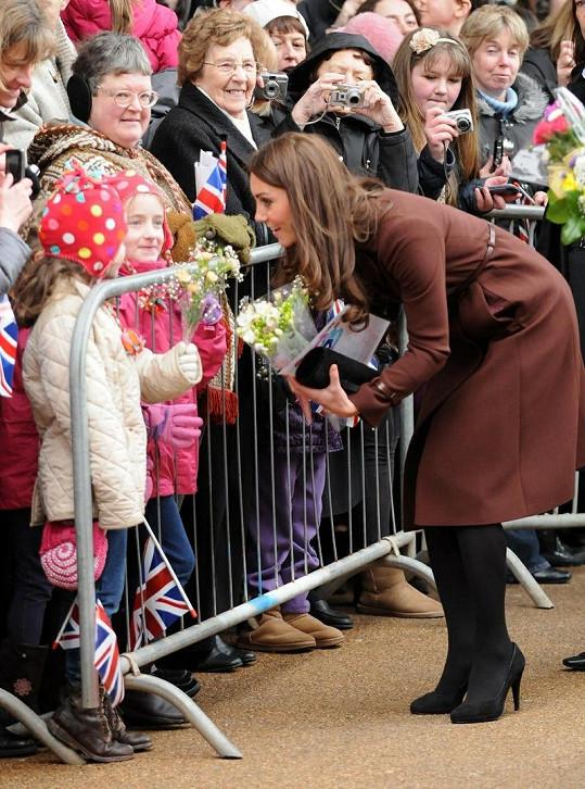 Kate si vždy najde chvilku na své malé obdivovatele.