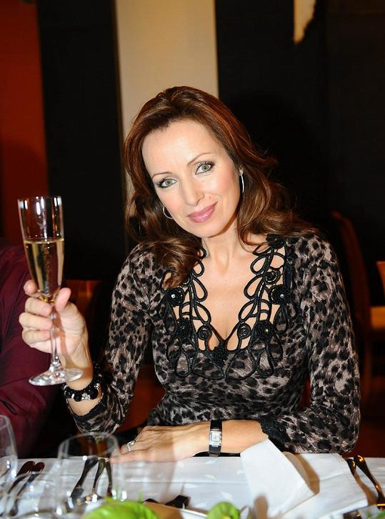 Kateřina Brožová připíjela na zdar muzikálu Bídníci.