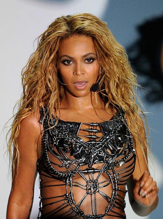 Krásná Beyoncé v odvážném modelu.