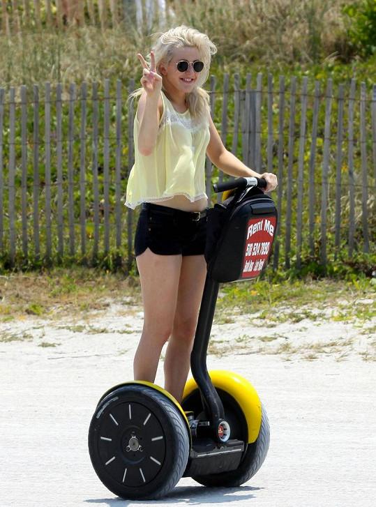 Ellie Goulding na vozítku.