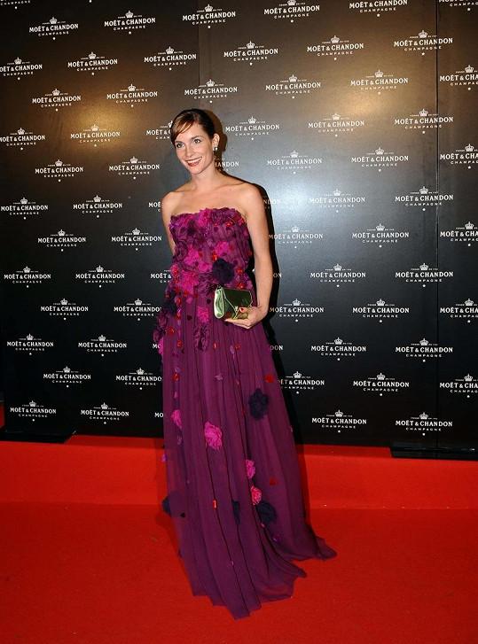 Hana Vagnerová si půjčila šaty Dolce & Gabbana.