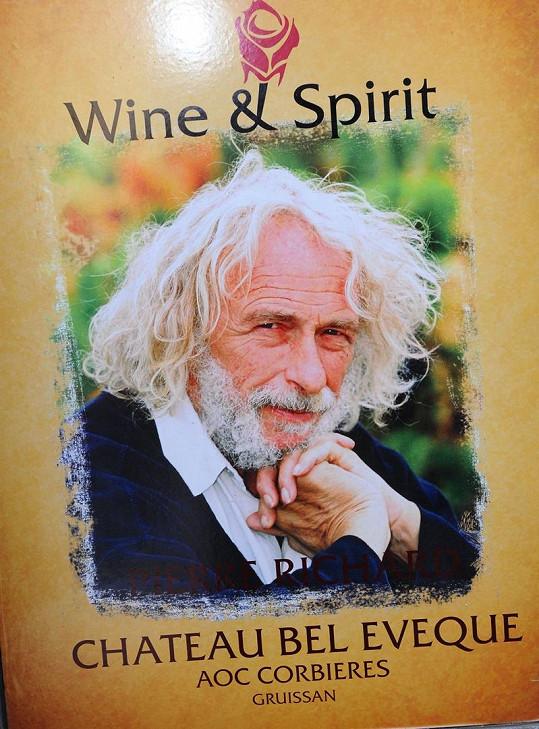 Pierre Richard na reklamě na svá vína.