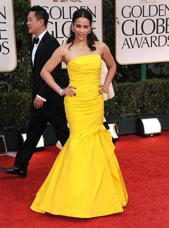 Hvězda pokračování Mission Impossible Paula Patton byla díky kanárkově žlutým šatům od Monique Lhuillier na rudém koberci nepřehlédnutelná. Moc se mi líbí, jak herečka šaty doplnila diamantovými náušnicemi a kontrastním temným lakem na nehty.
