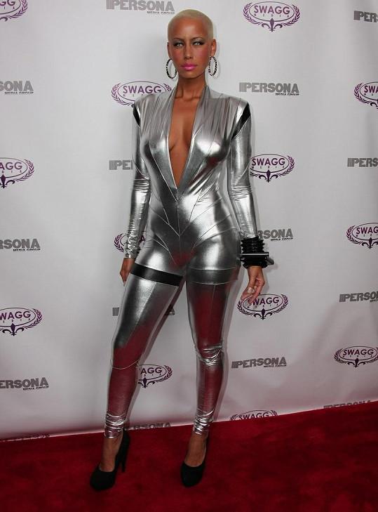 Jeden z futuristických modelů Amber Rose.