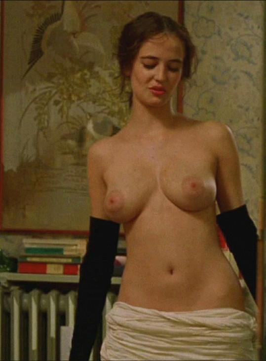 Eva Green se svlékla i ve filmu Snílci v roce 2003.