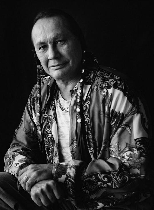 Indiánský aktivista a hvězda snímku Poslední Mohykán Russel Means v pondělí zemřel.