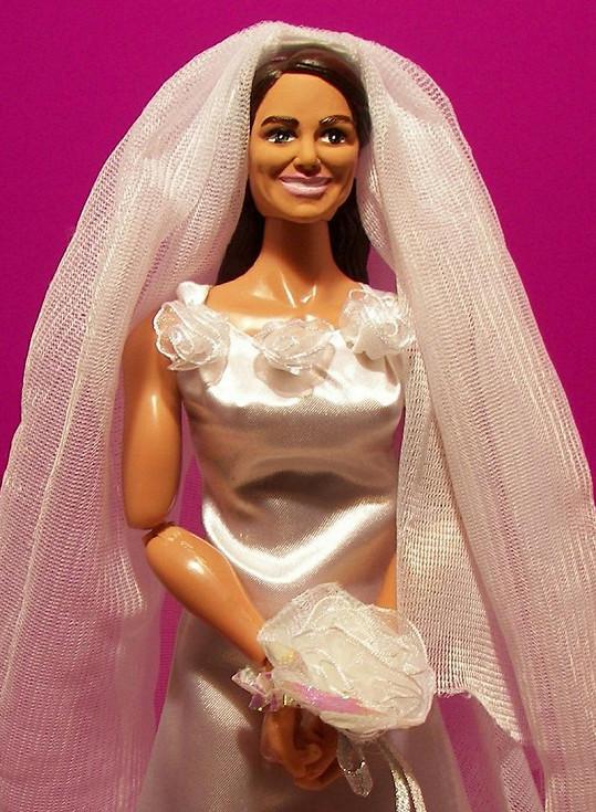 Postavička Kate Middleton není o moc lepší.
