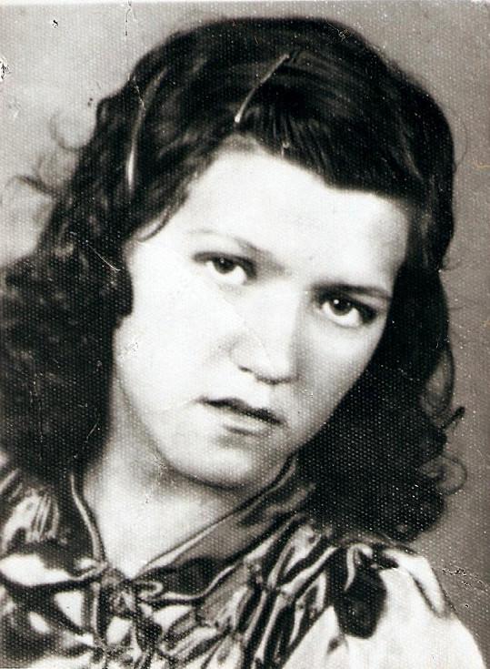 Maminka Marie, když jí bylo 17. Matka tří dcer zemřela v roce 2002.