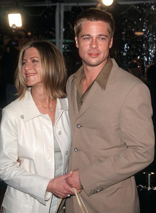 Před deseti lety: Brad Pit v roce 2001 se svou tehdejší manželkou Jennifer Aniston.