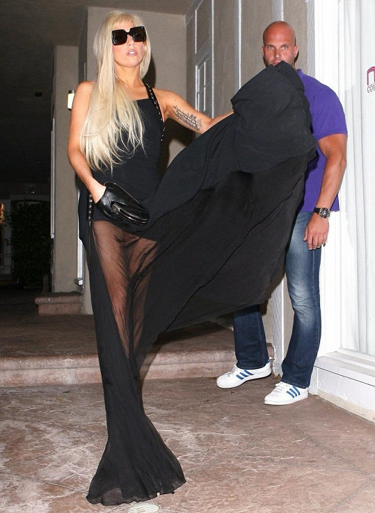 Lady Gaga za dámu.