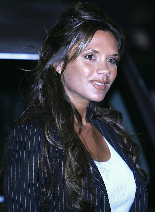 Victoria a její plné tváře v roce 2004.