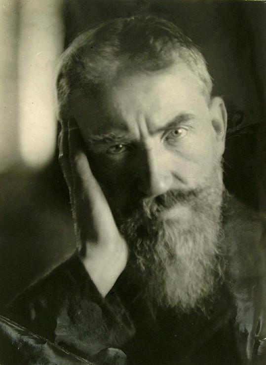 Spisovatel G. B. Shaw.