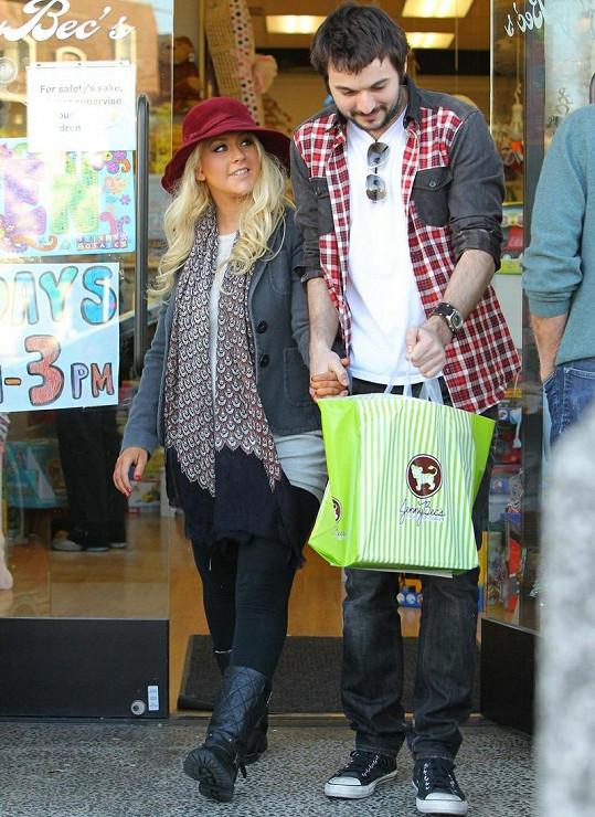 Christina se zdá být po boku Matthewa Rutlera spokojená.