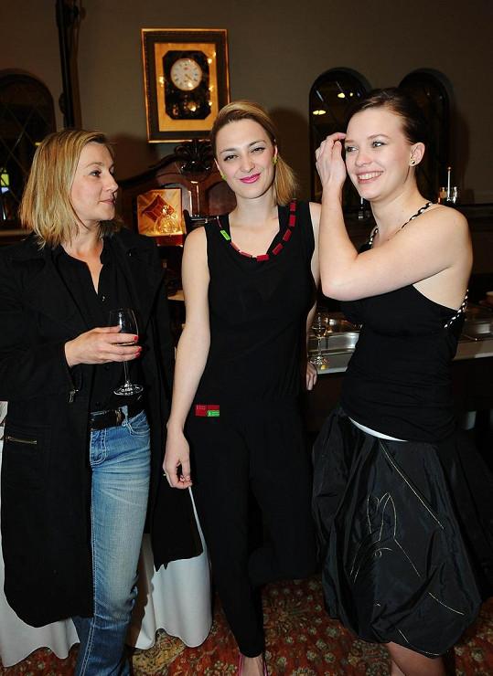 Vanda Hybnerová, Bára Poláková a Kristýna Leichtová.