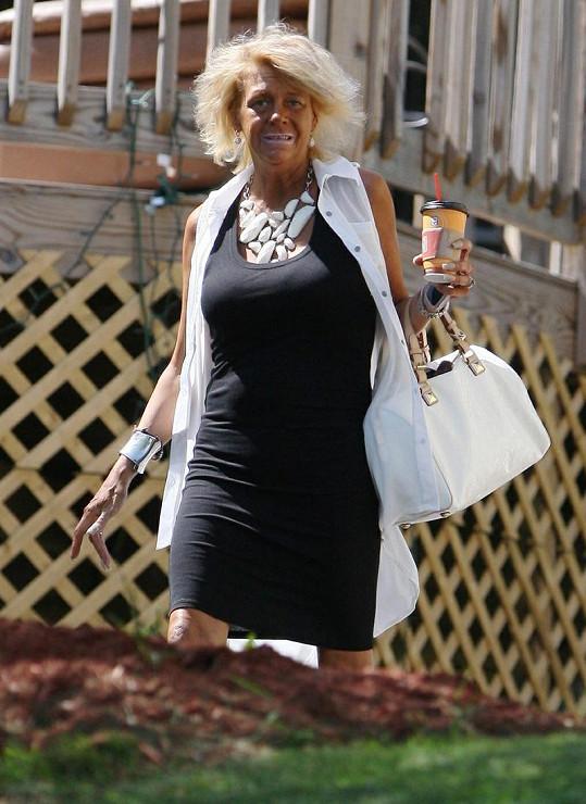 Patricia Krentcill závislá na opalování odvedla do solária i svou pětiletou dceru.