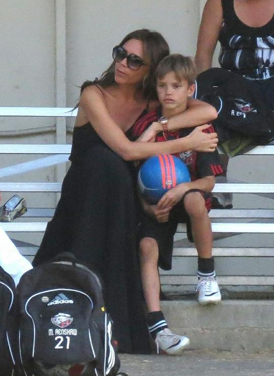 Milující matka Victoria se synem Romeem.