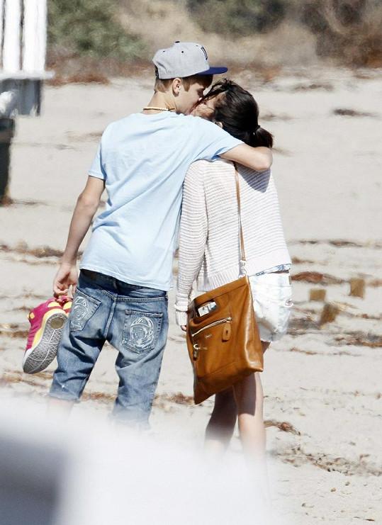 Justin dal přednost před kamarády Seleně.