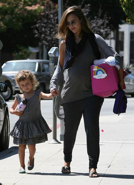 Jessica Alba s tříletou dcerou Honor.