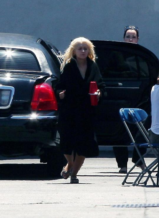 Christina Aguilera před natáčecím studiem v Burbanku.