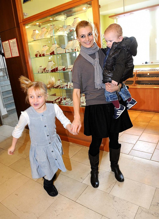 Ivana Jirešová s dcerou a synem Petra Vágnera.