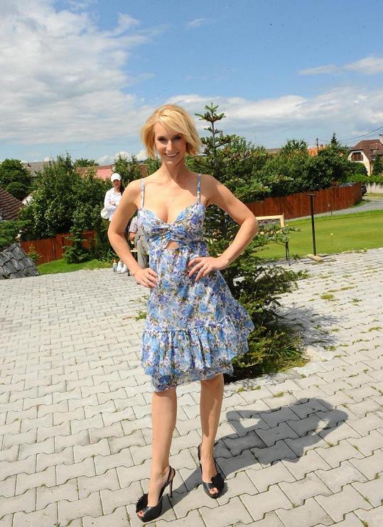 Barbora Vida Kolářová má pořádný dekolt.
