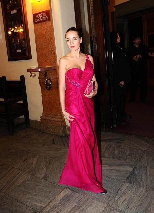 Lucie Vondráčková si oblékla nádherné růžové šaty.