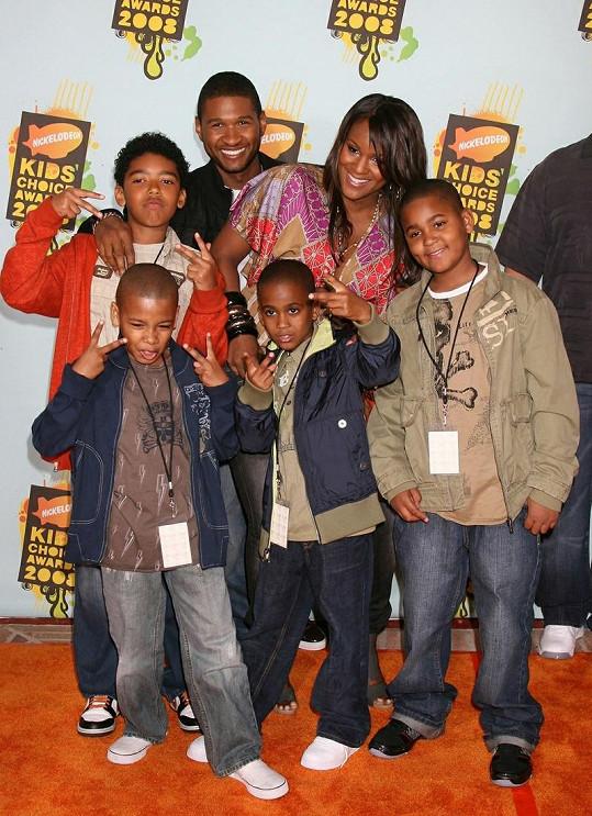 Usher se svou bývalou manželkou a dětmi.
