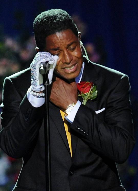 Jermaine Jackson na Michaelově pohřbu.