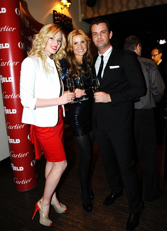 Tamara s přítelem Romanem Hajabáčem a Nikol Moravcovou na párty.