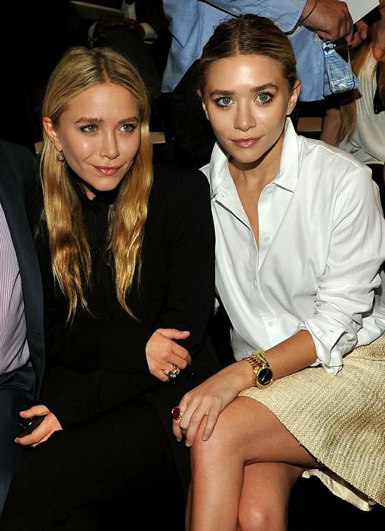 Ashley a Mary-Kate Olsen na přehlídce J. Mendel pro jaro 2012.