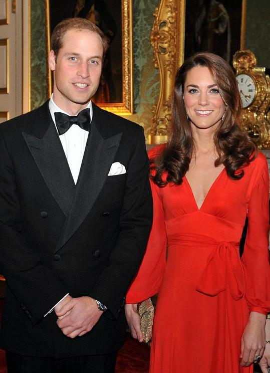 William a Kate pózují v St James's Palace.