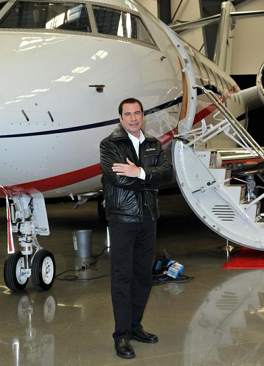 John Travolta a jeho Bombardier Challenger 601.