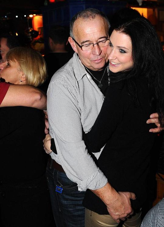 Ivan Vyskočil s přítelkyní Romanou mají prý spokojený vztah.