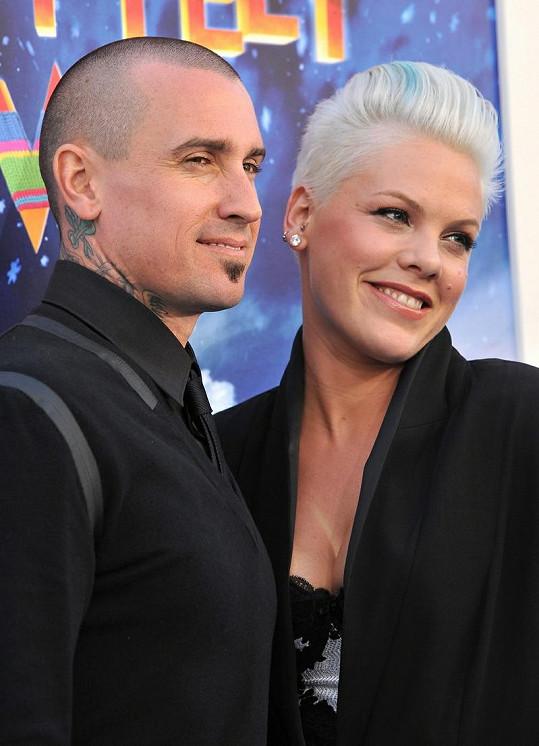 Pink s manželem Carey Hartem.
