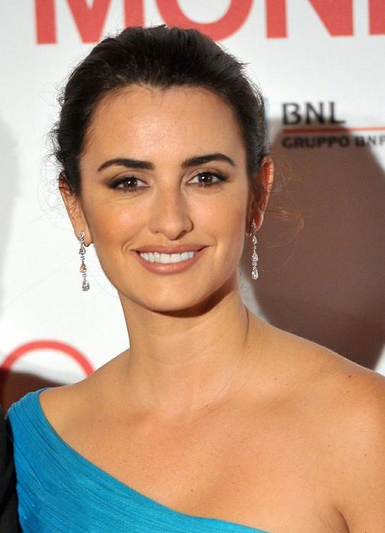 Slavná herečka je nesmírně krásná žena.