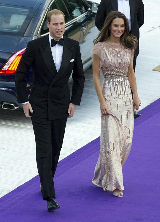 Vévodkyně z Cambridge svým příchodem oslnila všechny přítomné hosty.