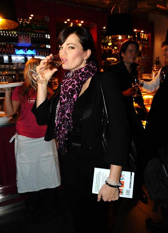Marta Jandová si nyní ještě víc s gustem všechno vychutnává. I víno.