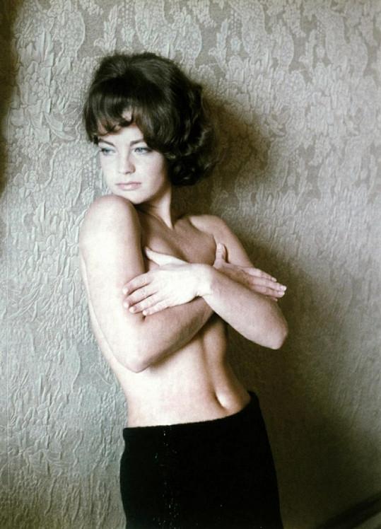 Nejkouzelnější evropská herečka nahoře bez. Fotka je z první poloviny let šedesátých.