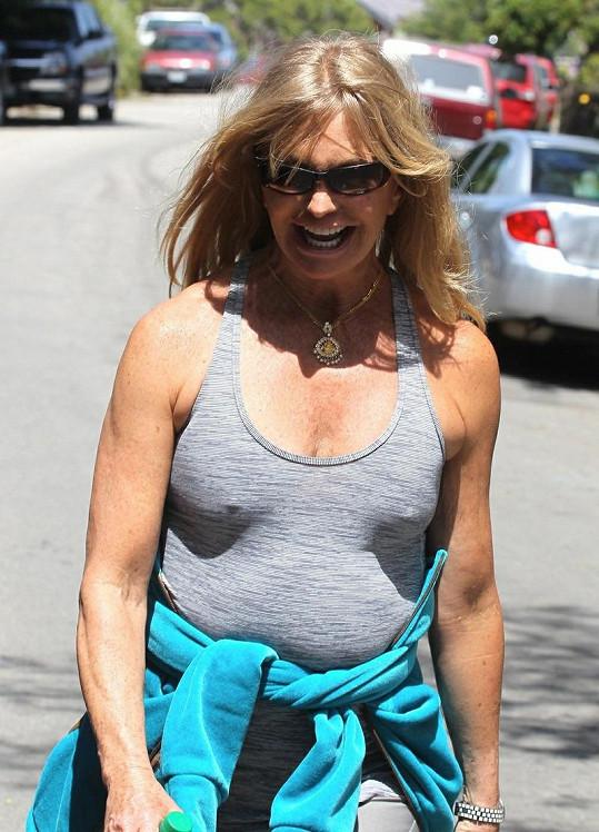 Vysmátá Goldie Hawn v Los Angeles.