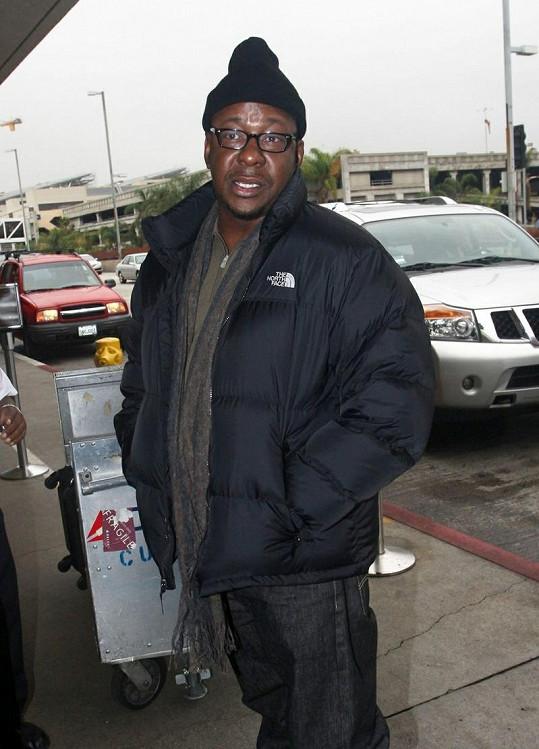Brown na letišti v Los Angeles.